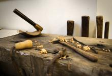 Stage de menuiserie artisanale avec des outils à main